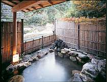 天然温泉の岩石露天風呂