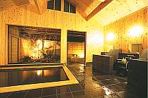 館山温泉「和楽」の檜の内湯(女湯) 奥は檜の露天風呂