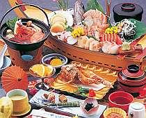 [写真]夕食のBコース料理内容(舟盛りは2名分)