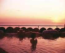 自家源泉かけ流し露天風呂<碧天>水平線から昇る壮大な日の出をご覧になれます