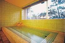大きな眺めの良い貸切風呂で温泉を満喫して