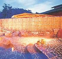 珍しい酸性泉の湯でリラックス
