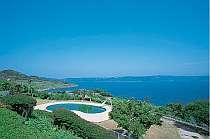 [写真]平戸の海景色と青空が広がる