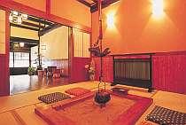 囲炉裏の間でお部屋とは違う雰囲気をお楽しみいただけます。