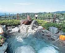 展望露天風呂。小さいけれど上毛の山々が一望できて気持ちが良い(男性用)