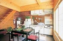 キッチン充実。木の香りで、こじんまりしています