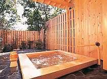 ほっと一息♪那須の季節を感じながら、ゆったり露天風呂(^^) 館内にあるので、雨でも濡れずに利用できます!