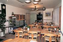 広々スペースのレストラン。自家製コシヒカリはお変わり自由。