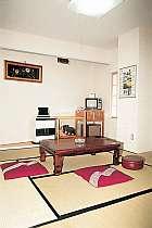 和室の一例、冷暖房・テレビ・金庫付