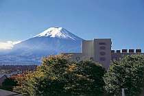 富士五湖の中心地富士山駅から徒歩1分!走って30秒!