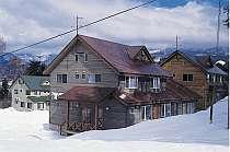 冬の外観 ゲレンデまで徒歩3分の好立地