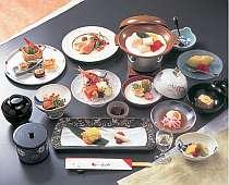 ◆早割28◆お食事はぜいたくに♪お部屋食・極み懐石