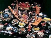 和食会席料理の一例(写真は5名分の料理です)伊勢海老・カキは別注です。
