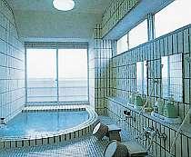 身も心も温まる、開放感溢れる浴場