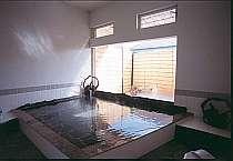 伊豆で初めて備長炭300本使用の温泉貸切風呂