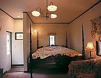 英国アンティークコテージの客室は全室英国製アンティークダブルベット付き