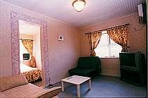 本館客室は全室リビングとベッドルームの2室続き。