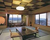 『西館客室』ゆったりとした時が流れる純和風客室。眺める海景色も壮大!