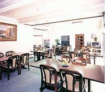 ゆっくりと落ち着いてお食事可能な食堂です。40名様まで収容可能。飲料水やビール、おつまみなども販売。