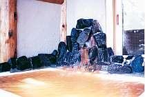 [写真]源泉100%・茶褐色の天然温泉を貸切!