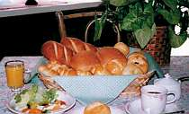朝食の自家製パンも楽しみに