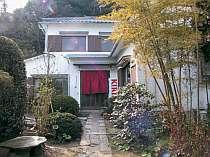 日本庭園に囲まれ、客室数5室だけの癒しの湯宿