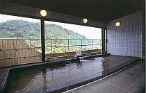 【風呂】単純アルカリ温泉という泉質で美肌効果に優れた自慢の温泉/大浴場(8F)