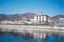 諏訪湖を目の前に望む好立地