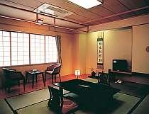 10帖和室のお部屋です。お風呂はついておりませんので大浴場をご利用下さいませ。