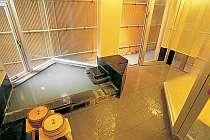 2名様程度がちょうどいい大きさの、露天風呂付貸しきり家族風呂。