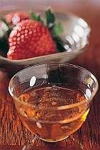 7~8年物の自家製・手作り苺酒を食前酒に