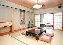和室10畳のお部屋です。窓からは、筑後川が望めます。