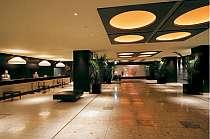【ロビー】シティリゾート感いっぱいのロビーは上質な空間。