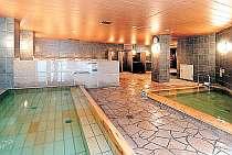 内湯も広々!宿泊だけでなく、日帰り入浴も出来ますよ。