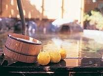 貸切露天風呂『かりんの湯』カリンの木が植えてあります。写真のカリン等はイメージです。