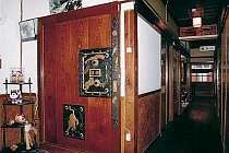 館内はレトロ感いっぱい! 旅人向けの本『日本ボロ宿紀行2』に載ってしまいました。検索下さい。