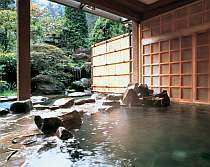 自然を感じる露天風呂で、四季を楽しむ