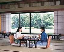 庭園がのぞめる和食堂