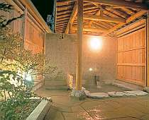 平成10年完成の露天風呂。貸切無料。平成20年には掛け流し天然温泉にリニューアル!