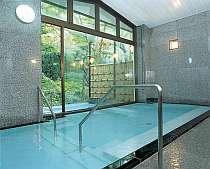 男女別大浴場「薬師湯」、野天風呂付きです。
