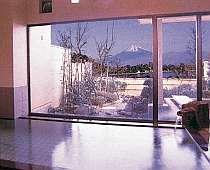 露天や大浴場からは大瀬岬や富士山そして夜は漁火夜景が綺麗に見える