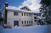 パウダースノーに包まれる冬 雪遊びやスキーを楽しもう