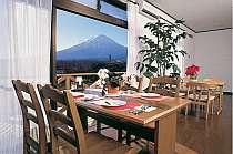 正面にさえぎるものなく富士を一望