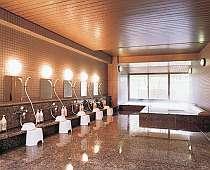 金、銀泉とも楽しめる大浴場はゆったりと使い易い
