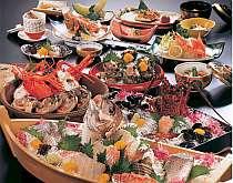 【磯味御膳】主人自らが仕入れる旬の海山の素材を使った夕食一例(1名様利用の場合舟盛りは付きません)