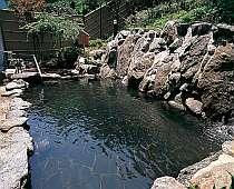 美白効果もあると言われる『露天温泉岩風呂』大浴場に併設。