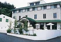 河口湖大橋通り沿いに佇む小さなホテル