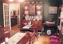 館内はアンティーク家具が所狭しと置かれレトロな雰囲気