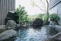 いつでも好きな時に入れる「木蓮」の露天風呂
