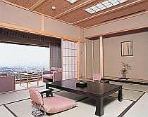 全室和室。本間の広い畳なので、広々。10畳または8畳+踏込1畳。
